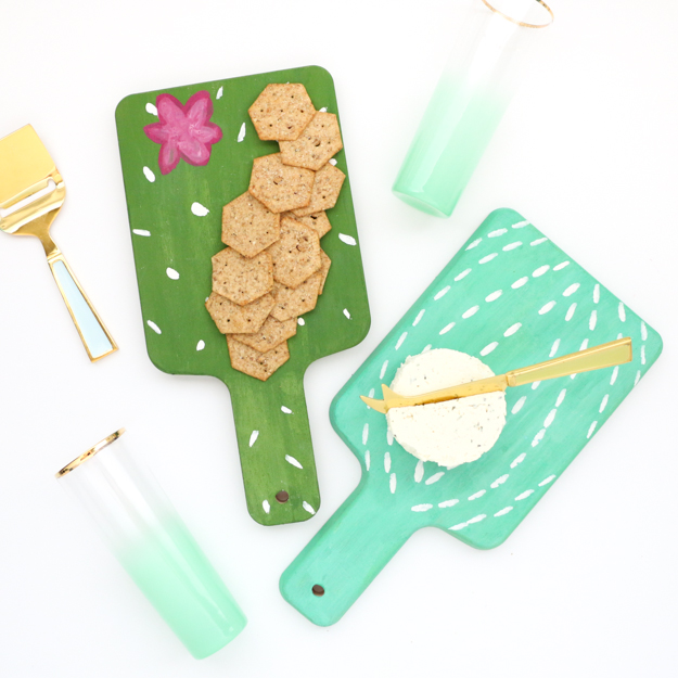 DIY cactus cheese boards (via www.akailochiclife.com)