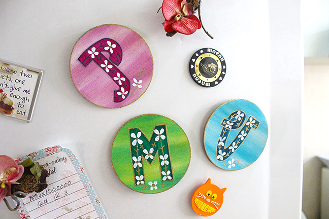 DIY letter magnets (via thecraftables.com)