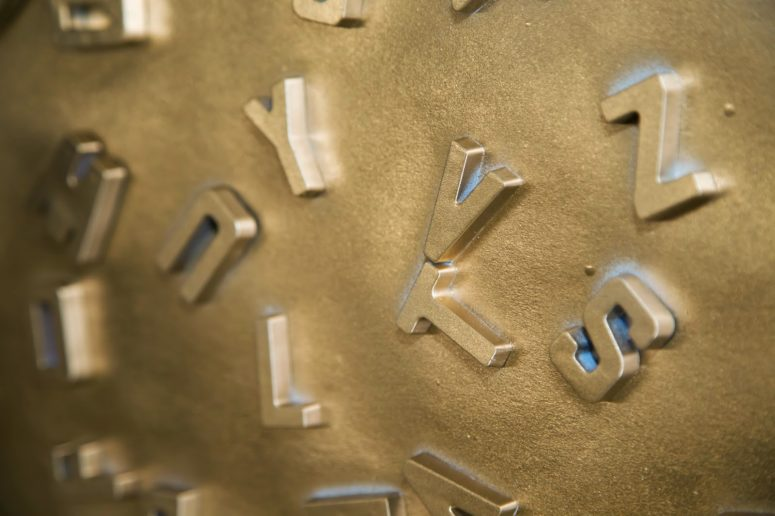 DIY metallic alphabet magnets (via www.theglamorousgal.com)