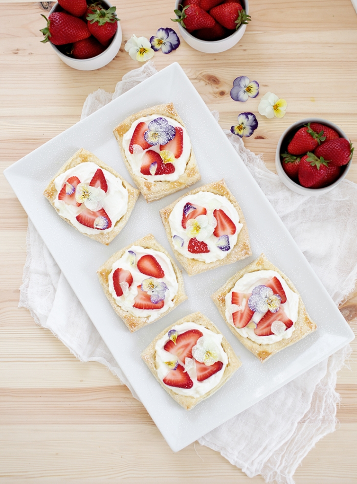 DIY floral strawberry tarts (via themerrythought.com)
