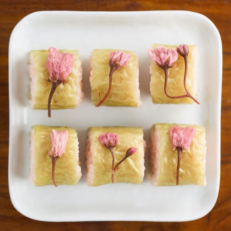 DIY sakura blossom sushi (via www.thirstyfortea.com)