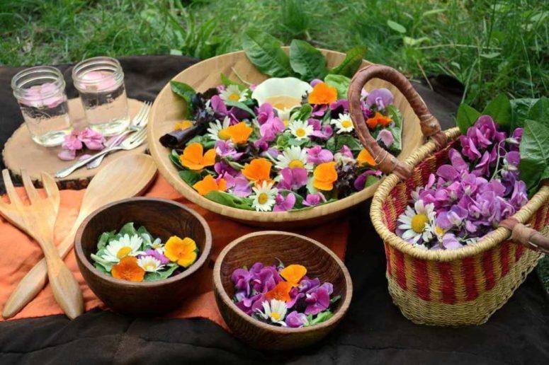 DIY edible wildflower salad (via www.forestandfauna.com)