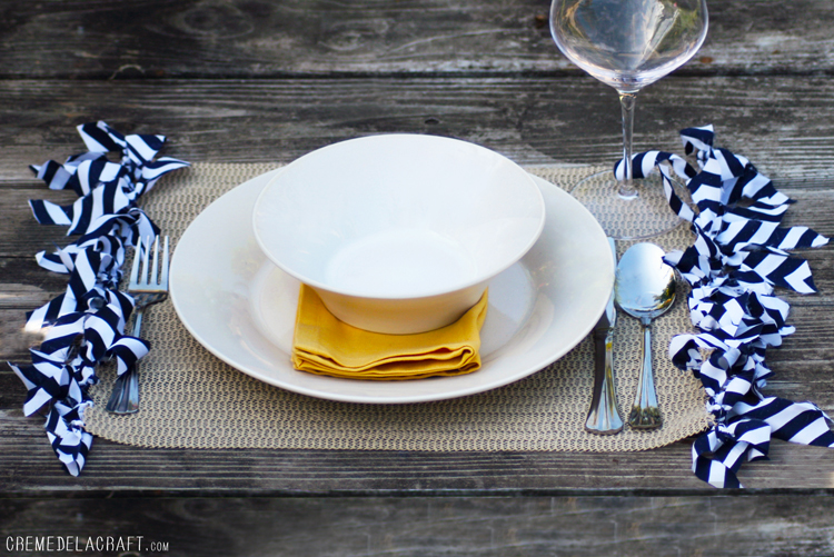 DIY fringed placemat (via www.cremedelacraft.com)