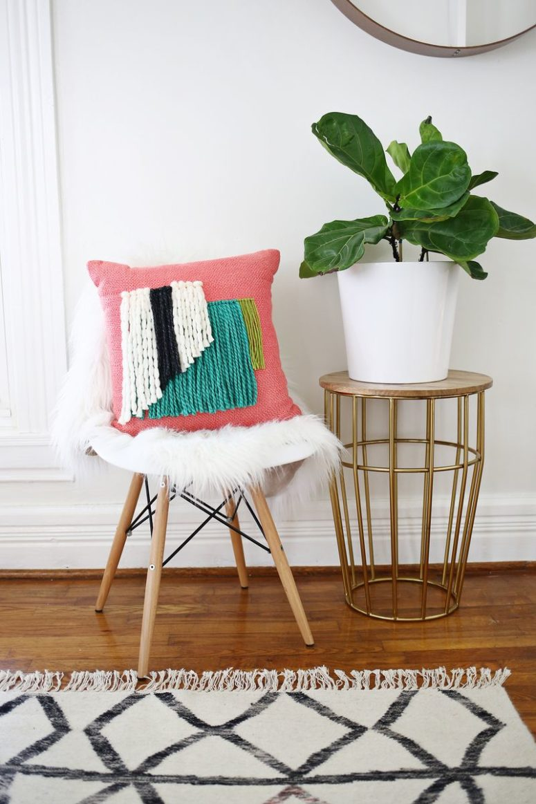 DIY yarn fringe pillow (via abeautifulmess.com)
