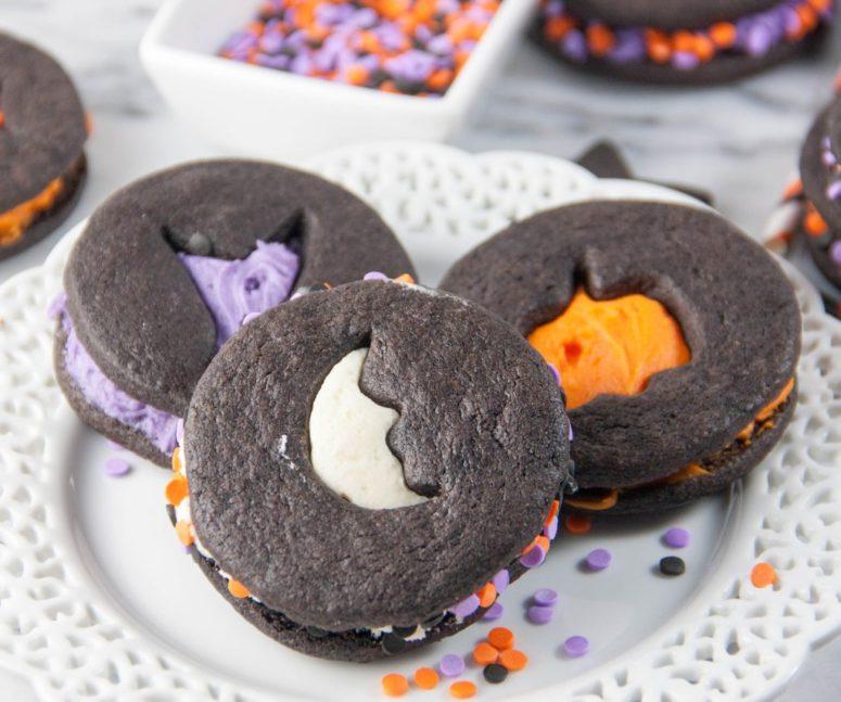 DIY Halloween cookie sandwiches (via www.bostongirlbakes.com)