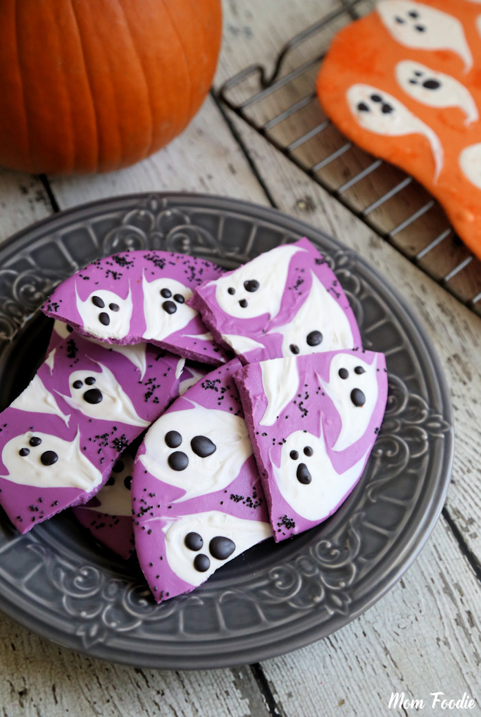 DIY Halloween ghost purple bark  (via blommi.com)