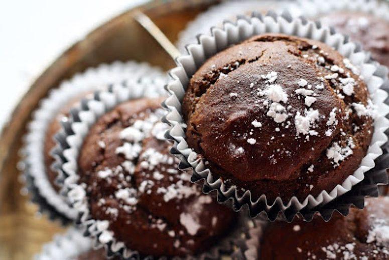 DIY chocolate coconut muffins (via www.thehealthierrecipes.com)