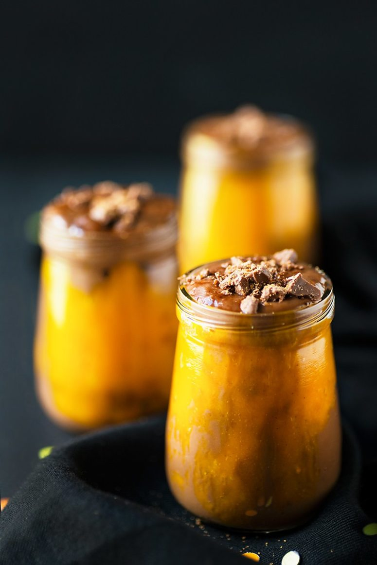 DIY healthy Halloween pumpkin chocolate potion (via www.foodsmartmom.com)