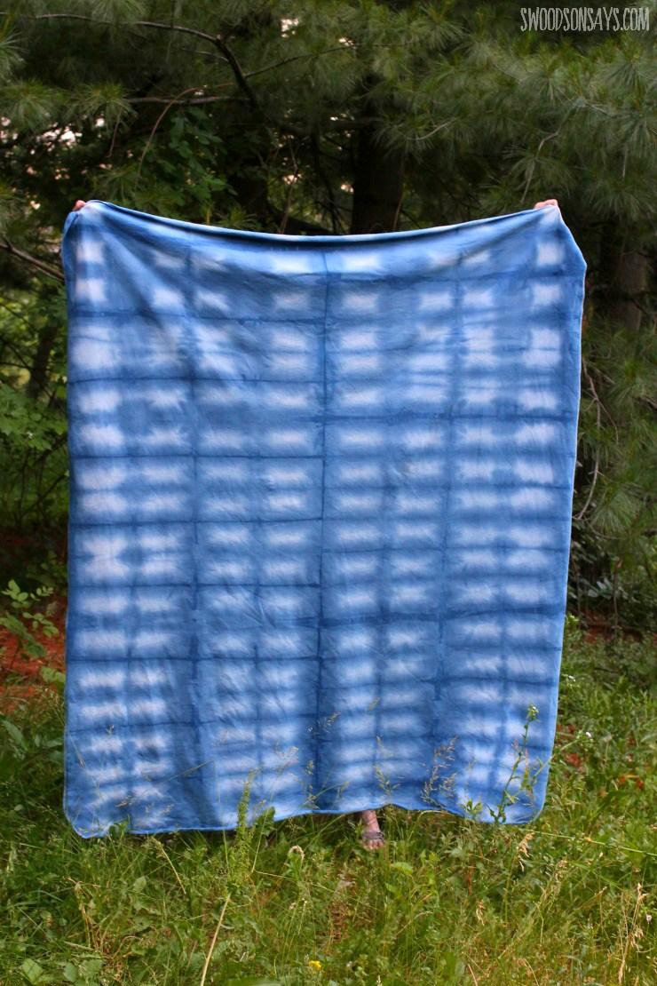 DIY indigo shibori blanket (via swoodsonsays.com)