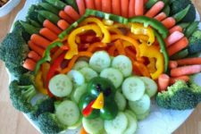 05 a turkey-shaped veggie tray to inspire kids and adults