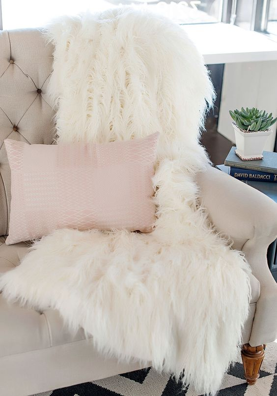 15 Faux Fur Home Decor Ideas To Cozy Up The Space ...