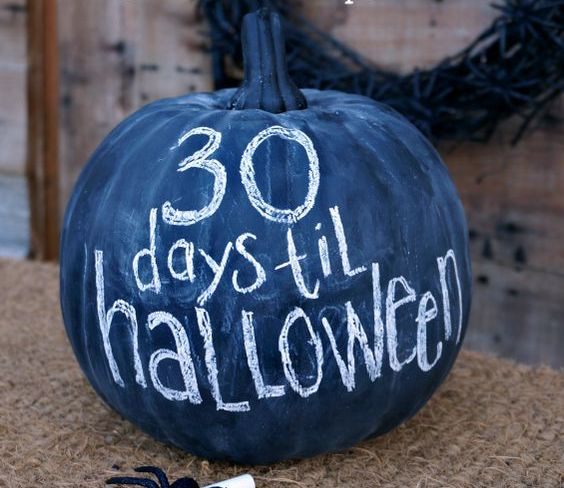 create a Halloween countdown using chalkboard pumpkins - so easy to change a day