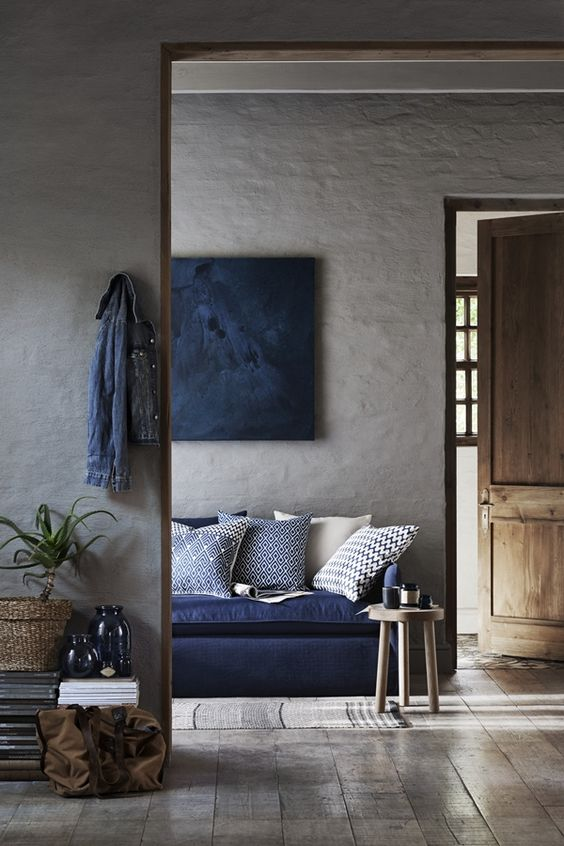 stucco walls look natural and textural, and wooden floors add coziness