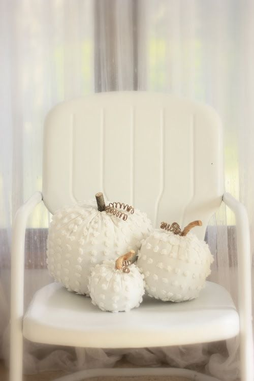 white chenille pumpkins look chic and textural and are cute for Halloween decor