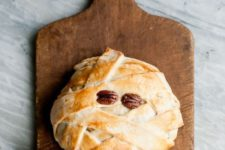 15 mummy baked brie for Halloween is a chic and very tasty idea