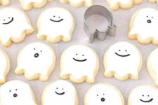21 ghost cookies are easy to make and will fit any party – both an adult and a kd one