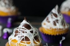27 marshmallow web cupcakes will be a cute and tasty idea for a kids' party