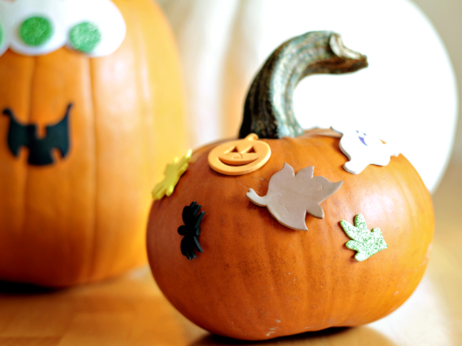 DIY mess free sticker pumpkin decor (via https:)