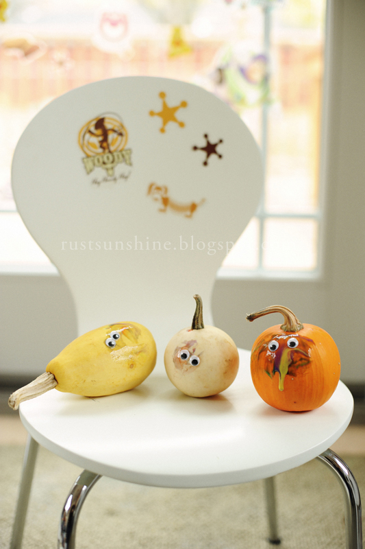 DIY Halloween art and pumpkins decor (via www.rustandsunshine.com)