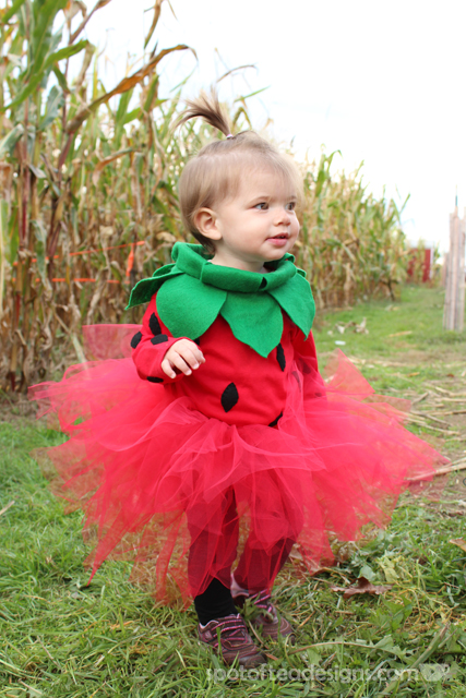 DIY strawberry Halloween costume (via spotofteadesigns.com)