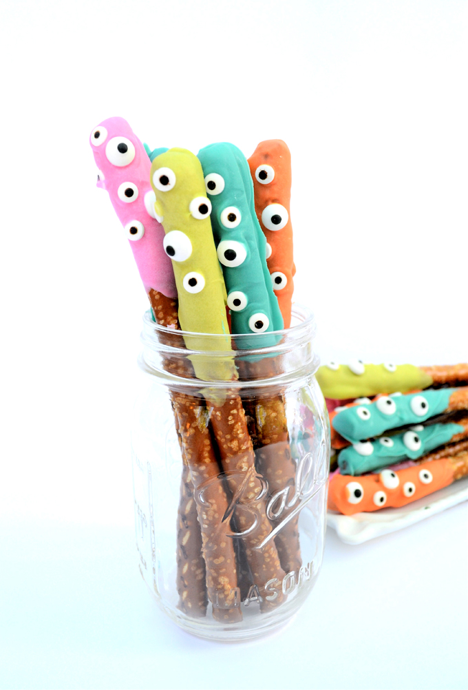 DIY Halloween dipped pretzels (via https:)