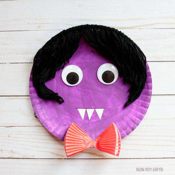 DIY paper plate vampire haircut (via nontoygifts.com)