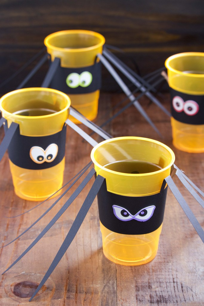 DIY Halloween spider cups (via www.staceyhomemaker.com)