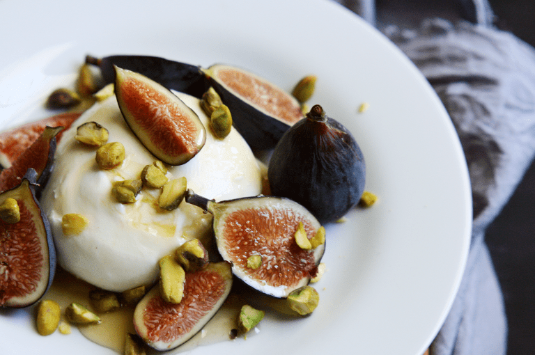 DIY burrata with figs, honey and pistachios (via simplesassyscrumptious.com)