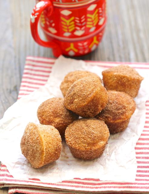 DIY apple cinnamon mini muffins (via aredbinder.com)