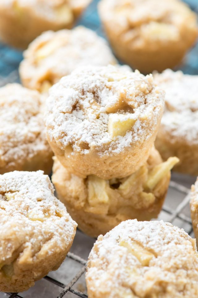 DIY apple cheesecake cookie cups