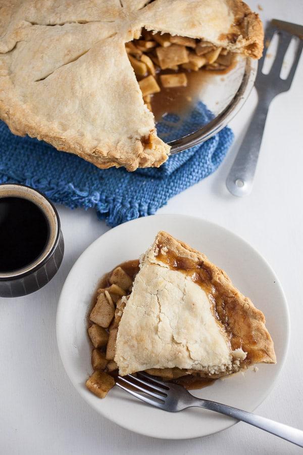 DIY rustic apple pie (via https:)