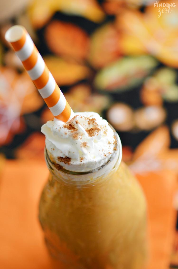 DIY pumpkin banana smoothie (via www.findingzest.com)