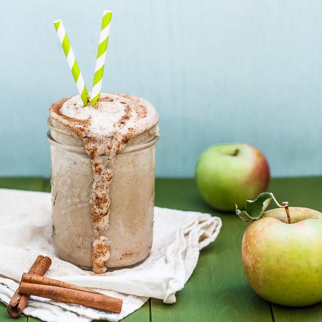 DIY apple spice smoothie (via 1bigbite.com)