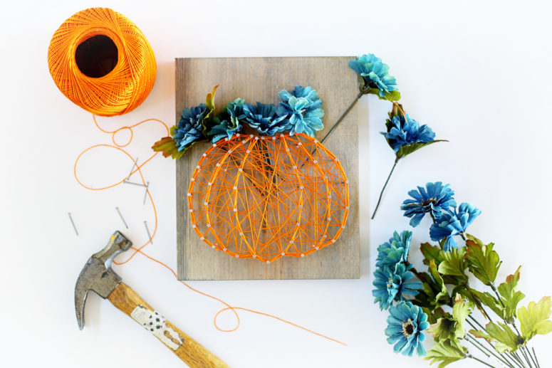 DIY pumpkin with flowers string art (via www.sugarbeecrafts.com)