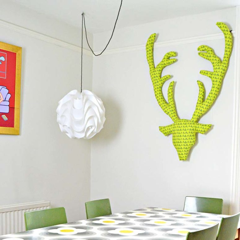 DIY fabric deer head (via www.pillarboxblue.com)