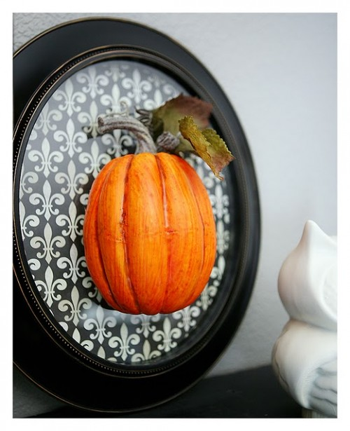 DIY pumpkin wall art (via www.shelterness.com)