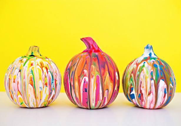 DIY squeeze paint no carve pumpkins (via https:)