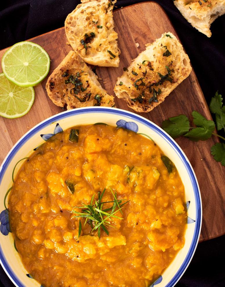 DIY chickpea butternut pumpkin curry (via delightfulvegans.com)