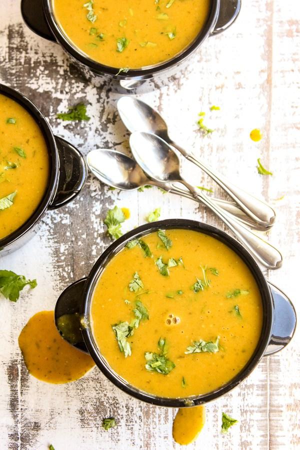 DIY curried pumpkin soup (via lisasdinnertimedish.com)