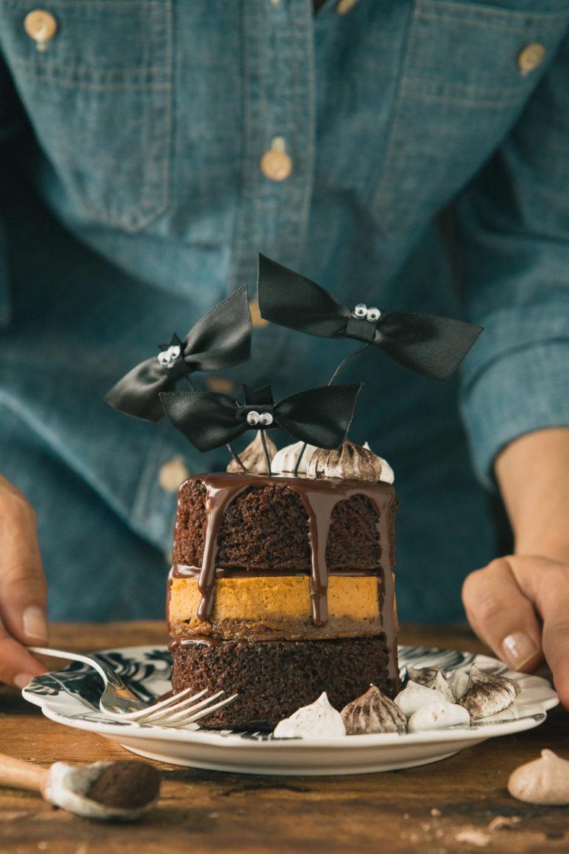 DIY chocolate and pumpkin pie layer cake (via www.theroadtohoney.com)