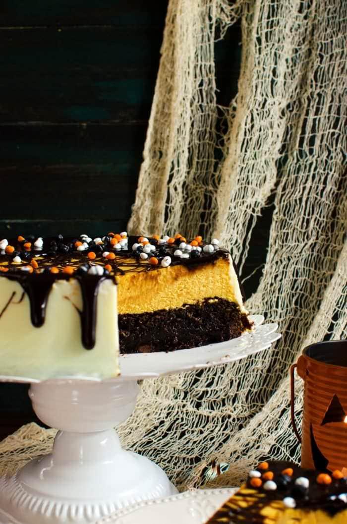 DIY brownie bottom pumpkin cheesecake (via https:)