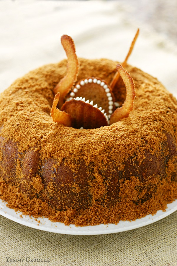 DIY Star Wars sarlacc bundt cake (via yummycrumble.com)