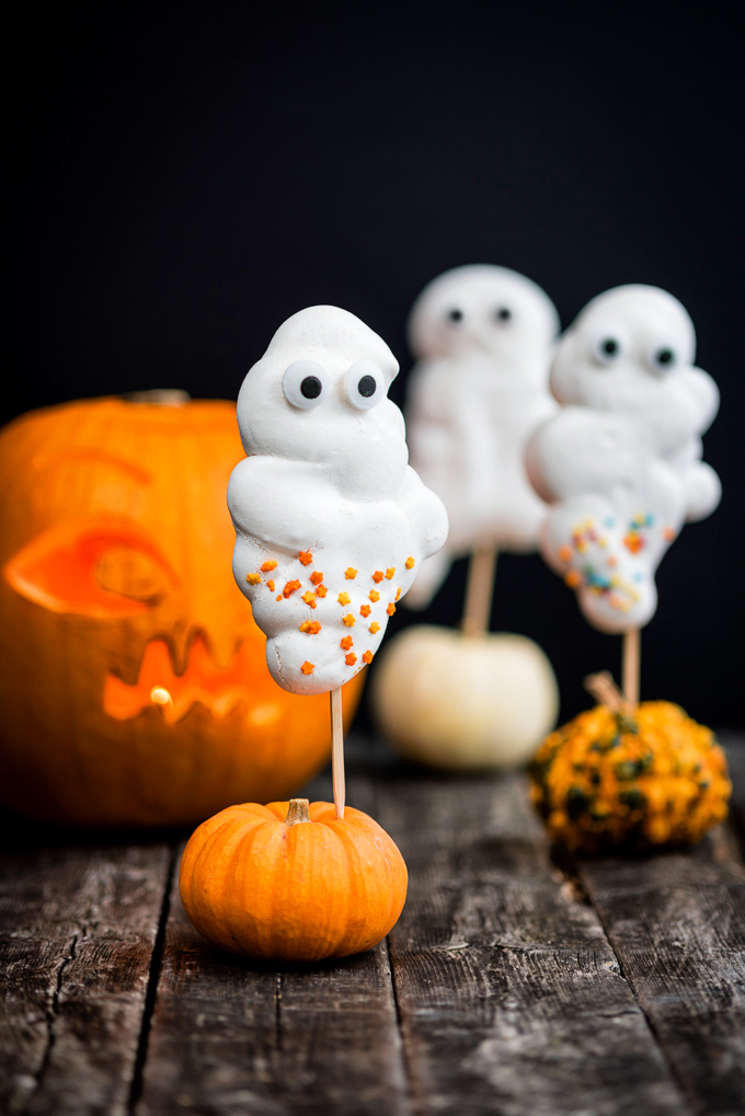 DIY Halloween meringue ghosts (via https:)