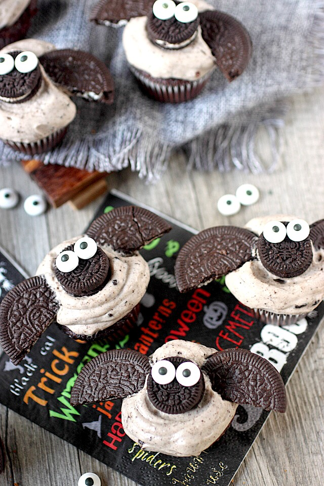 DIY chocolate mini bat cupcakes (via www.mind-over-batter.com)