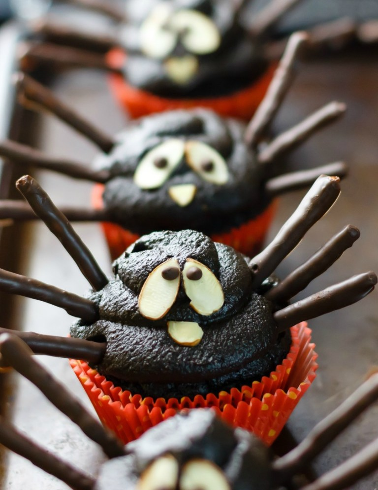 DIY spider vegan and gluten free cupcakes (via eathealthyeathappy.com)