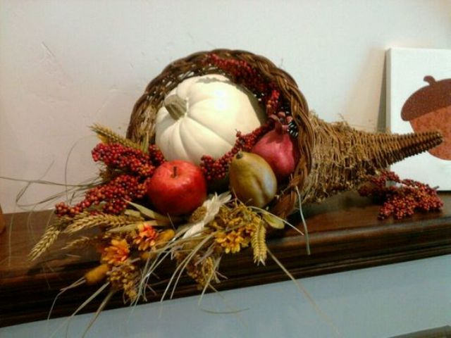 How To Style A Cornucopia For Thanksgiving 15 Ideas Shelterness