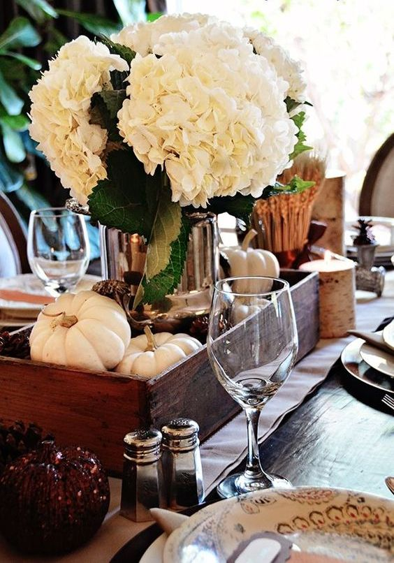 white hydrangeas are a great idea for any Thanksgiving, they look rustic and cute