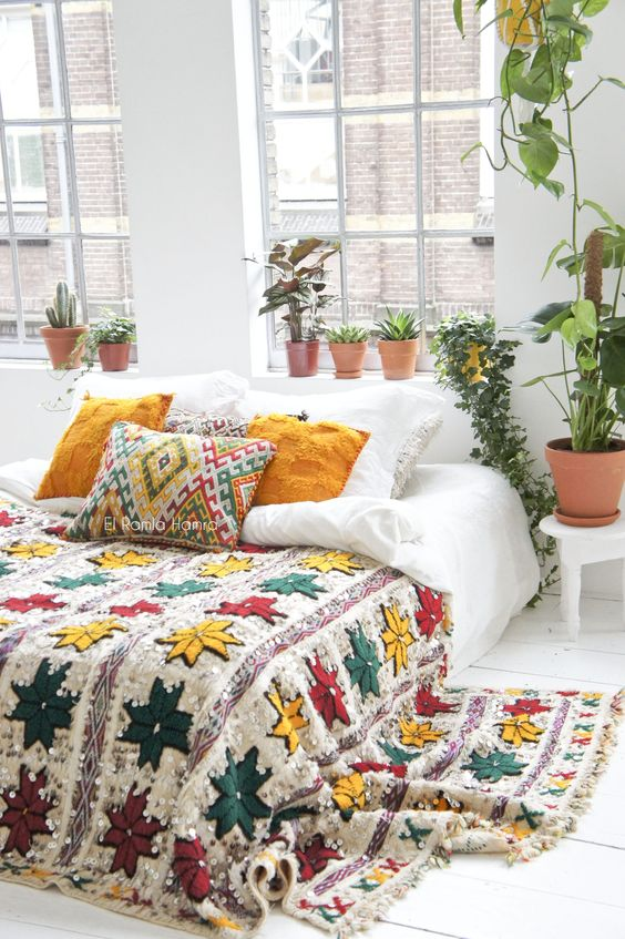 a colorful bedding set in red, yellow and emerald looks boho and fall-like