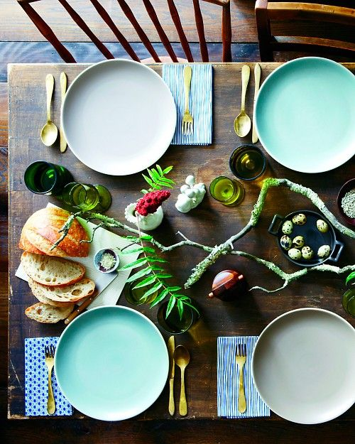 a creative Thanksgiving table with branches, foliage and ombre bmint plates