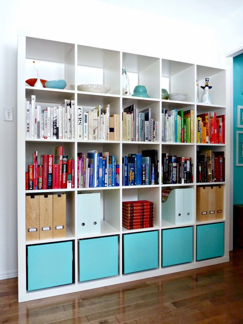 DIY stylish Expedit bookshelf hack (via www.danslelakehouse.com)
